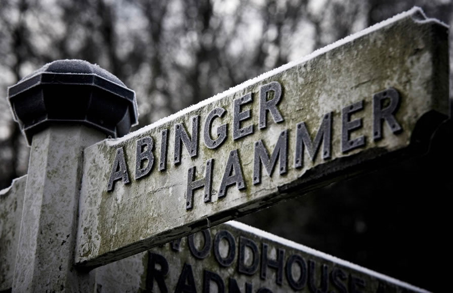 Which way to Abinger?
